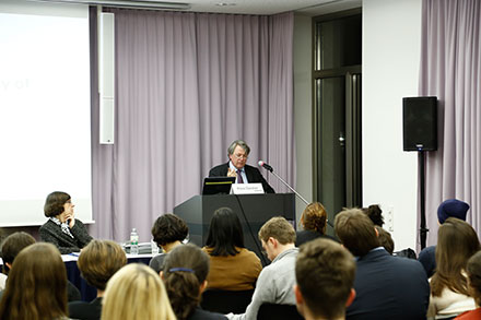 Prof. Dr. Klaus Günther (Co-Director of the Cluster) giving his welcoming speech